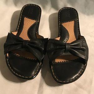 Size 9/40 1/2 Women's Born Black Bow Sandals